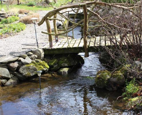 Bron över bäcken - Fotograf Päivi Slotteborn